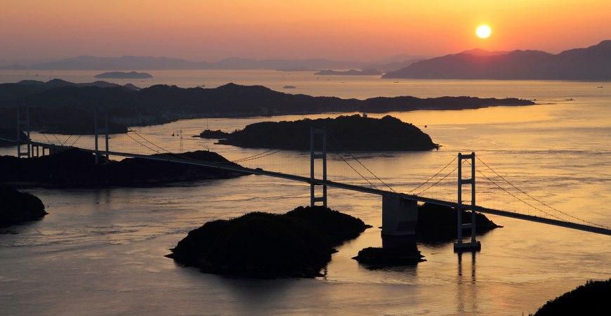 龜老山展望台看來島海峽大橋