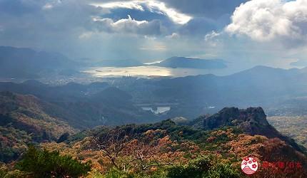 四國「小豆島」必去紅葉秘境「寒霞溪山谷」從纜車拍攝的天空與紅葉美景