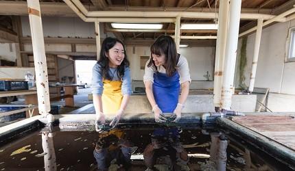 德島市官方觀光網站「Fun!Fun!TOKUSHIMA」推薦德島市自由行行程第三站前往「藍染工藝館」體驗手作藍染