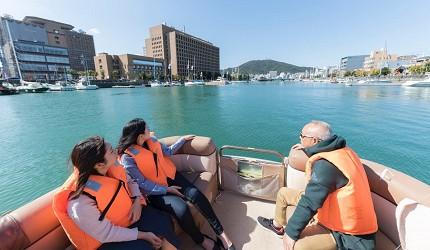 德島市官方觀光網站「Fun!Fun!TOKUSHIMA」推薦德島市自由行行程第四站搭乘遊船欣賞德島的水上風情