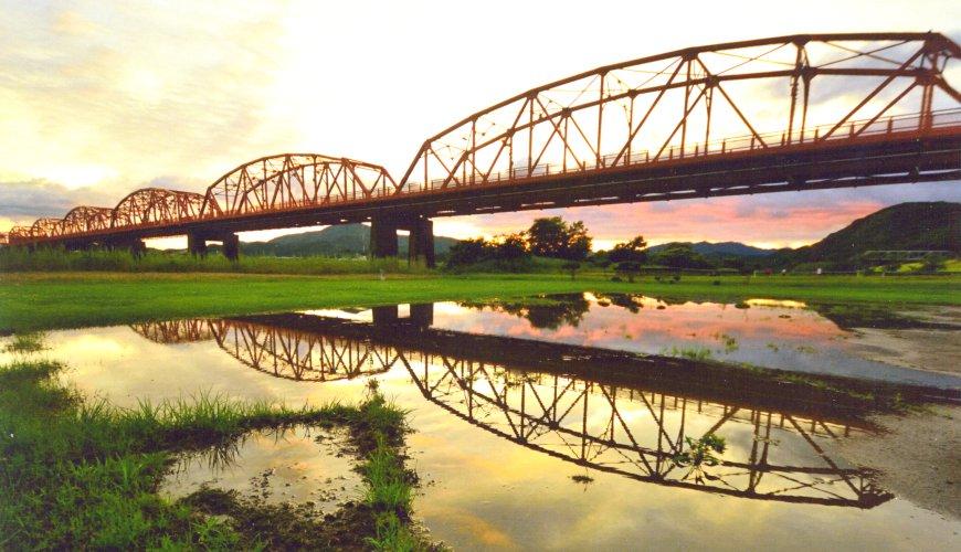 高知景點推薦四萬十川赤鐵橋