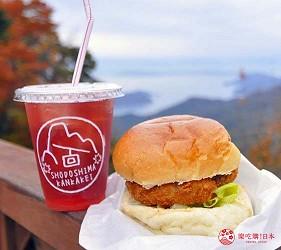 四国「小豆岛」必去红叶秘境「寒霞溪山谷」山顶纪念品店贩售的炸橄榄牛肉可乐饼汉堡、红叶汽水