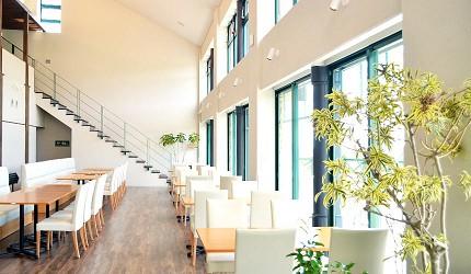 日本高知閨蜜旅行推薦推介美肌溫泉超舒服日版北川村莫內花園絕美花景打卡必到私房景點的北川村莫內花園的附設的咖啡廳內觀
