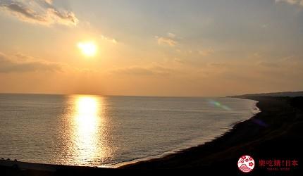 親子旅遊必去推薦四國水族館超另類騎乘海豚好刺激學校泳池養大魟魚的夕陽