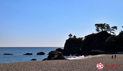 親子旅遊必去推薦四國水族館超另類騎乘海豚好刺激學校泳池養大魟魚的桂濱水族館前有超美碧海沙灘
