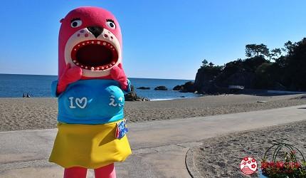 親子旅遊必去推薦四國水族館超另類騎乘海豚好刺激學校泳池養大魟魚的桂濱水族館的醜萌吉祥物