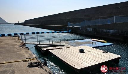 親子旅遊必去推薦四國水族館超另類騎乘海豚好刺激學校泳池養大魟魚的室戶海豚中心對出是開放海域遠處能看到燈塔