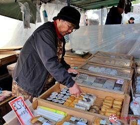 四國深度旅遊推薦推介弘人市場吃鰹魚日曜市買日本水果帶你看最道地的高知的弘人市場的必逛日曜朝市可找到的高知婆婆壽司攤