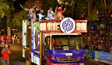 四國深度旅遊推薦推介弘人市場吃鰹魚日曜市買日本水果帶你看最道地的高知的弘人市場的夜來祭實況夜景