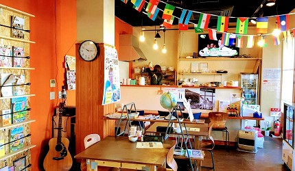 四國深度旅遊推薦推介弘人市場吃鰹魚日曜市買日本水果帶你看最道地的高知的弘人市場的LuLuLu背包客棧一樓交誼廳