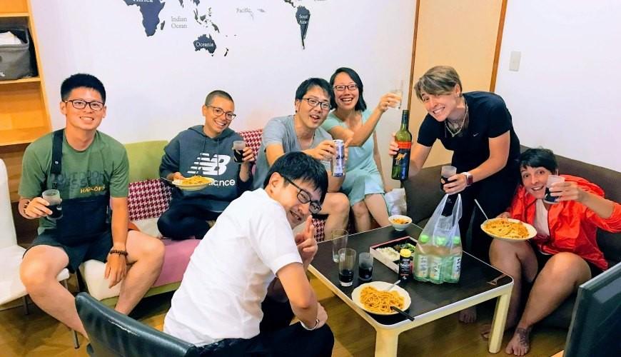 四國深度旅遊推薦推介弘人市場吃鰹魚日曜市買日本水果帶你看最道地的高知的弘人市場的LuLuLu背包客棧聯誼中狀況