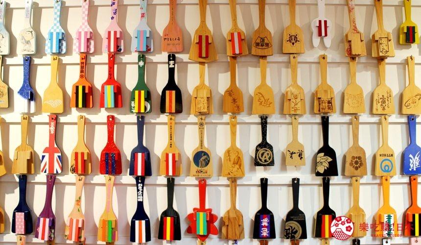 日本自由行夏天旅行必去推薦推介最好玩的夏日祭典四國高知夜來祭土佐宴客祭熱舞不停high翻天的DIY鳴子體驗的交流館的鳴子牆
